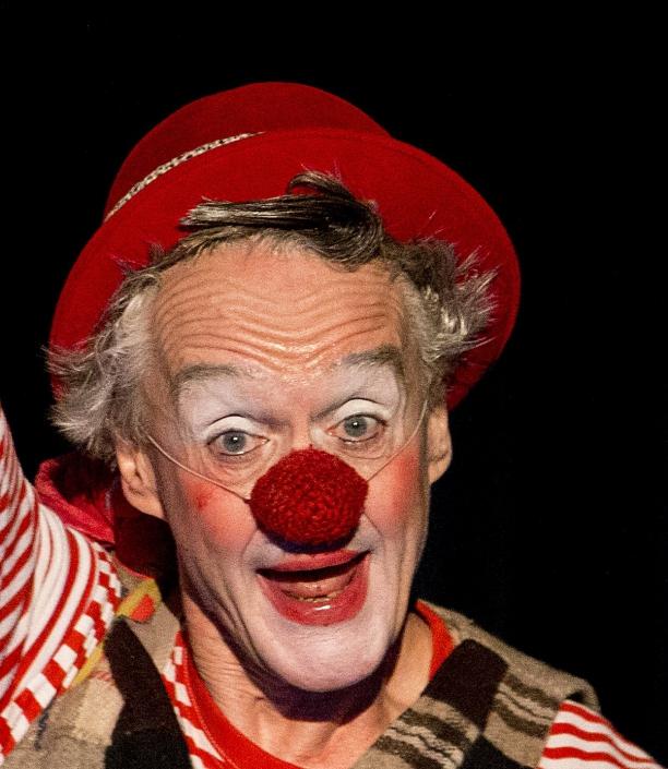 Clown fidelidad mit dem FIDELEN MATUYA THJEATER